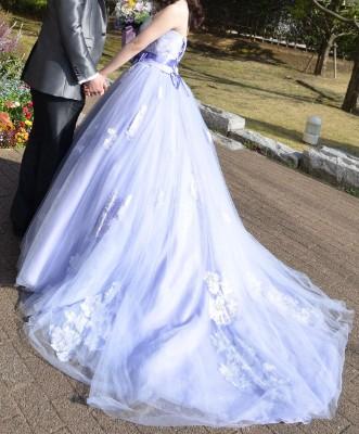 結婚式当日のカラードレス後ろ姿