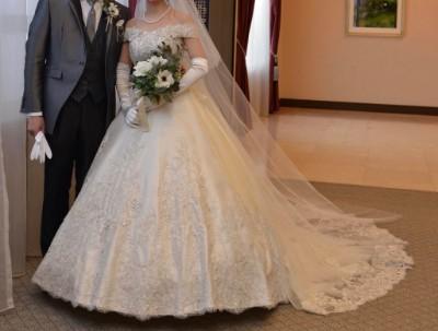 結婚式当日のウェディングドレス正面